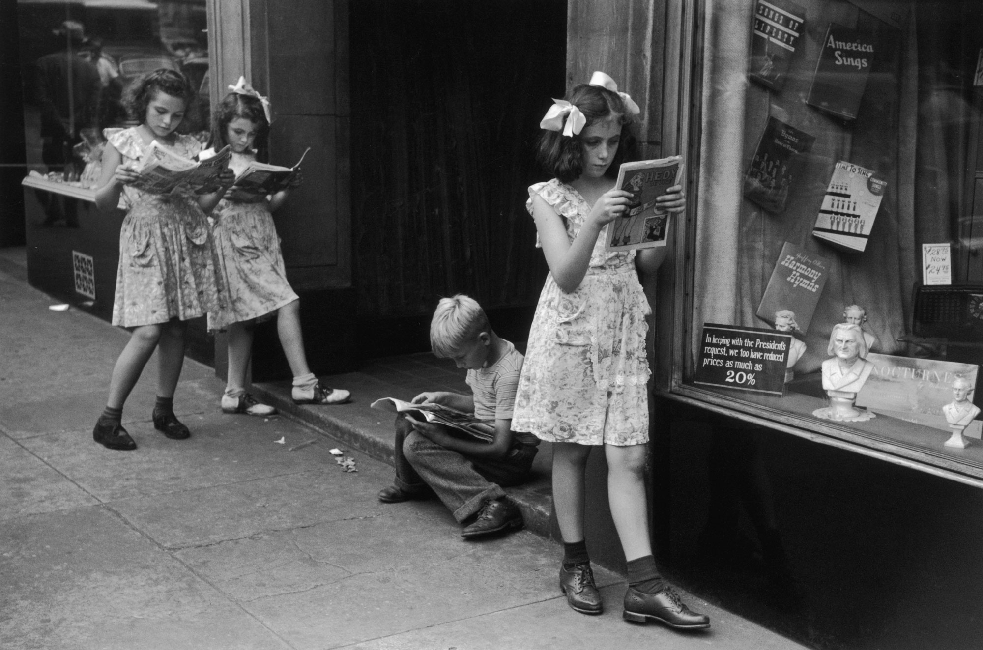 Ruth Orkin Comic Book Readers New York City 1947
